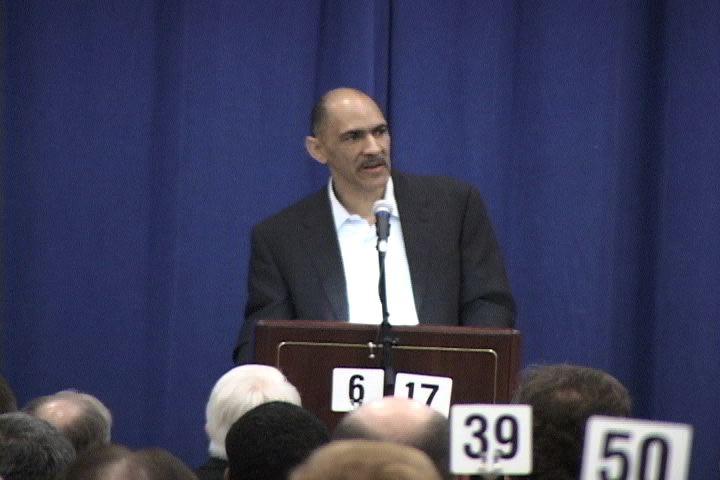Tony Dungy gave a motivational speech Tuesday to many inmates.
