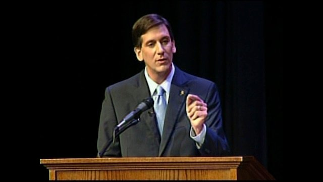 Vincent Sheheen at the podium during the final debates on Tuesday night.