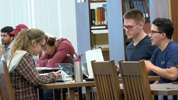 USC's Thomas Cooper Library becomes increasingly more crowded as final approach.
