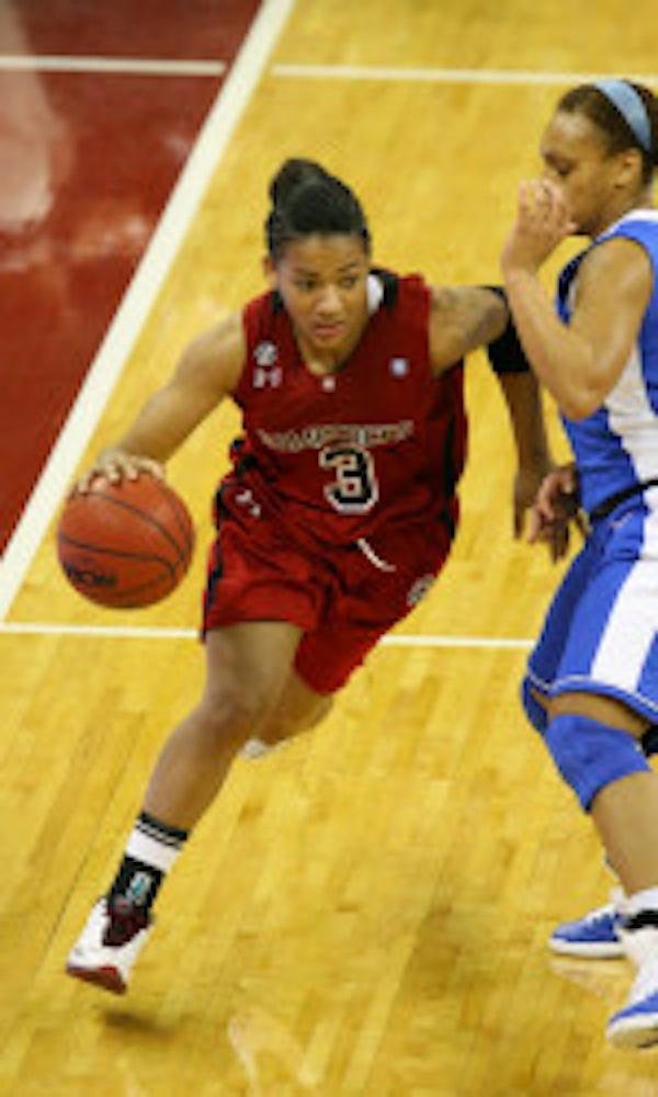 Ieasia Walker leads USC's offensive front.