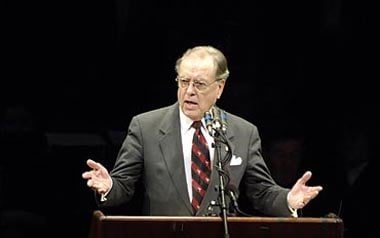 Former USC President Andrew Sorensen died of an apparent heart attack Sunday in Columbus, Ohio.