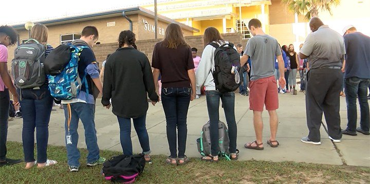 Students and members of the community unite to pray at See You At The Pole 2017