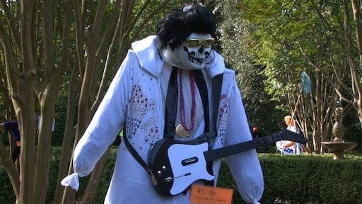 This Elvis scarecrow rocks a ghoulish style.