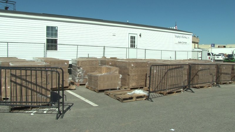 Water pallets supplied by the fair, are located behind the food stations.