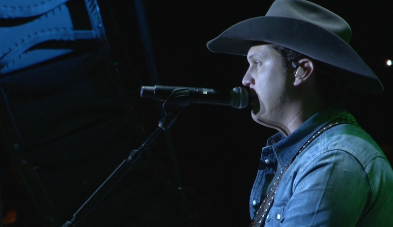 Jon Pardi thanked the crowd for supporting the flood relief
