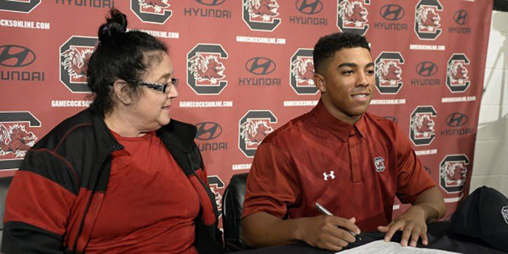 Brandon Mcllwain an early enrollee, signs letter of intent.